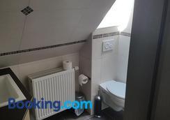 Zum Grunen Baum - Kelsterbach - Bathroom