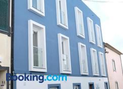 Royal Beach Hostel & Suites - Praia da Vitoria - Edificio