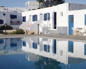 Nikos Rooms - Ornos - Pool