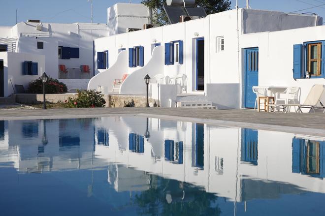 Nikos Rooms - Ornos - Pool