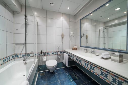 軍官俱樂部酒店 - 阿布達比 - 阿布達比 - 浴室