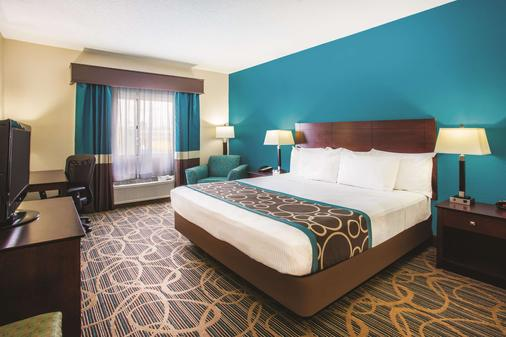 La Quinta Inn & Suites by Wyndham Evansville - Evansville - Bedroom