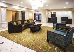 La Quinta Inn & Suites by Wyndham Evansville - Evansville - Lobby