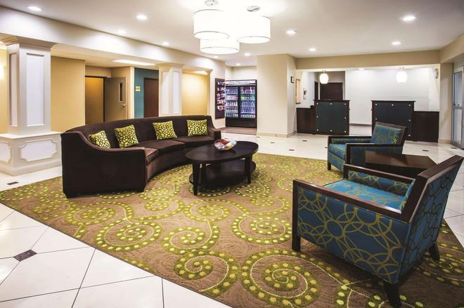 La Quinta Inn & Suites by Wyndham Evansville - Evansville - Aula