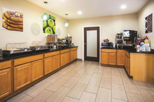 La Quinta Inn & Suites by Wyndham Evansville - Evansville - Buffet