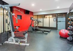 Ramada by Wyndham Kelowna Hotel & Conference Center - Kelowna - Gym