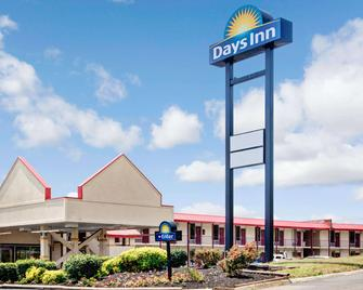 Days Inn by Wyndham Knoxville West - Knoxville - Building