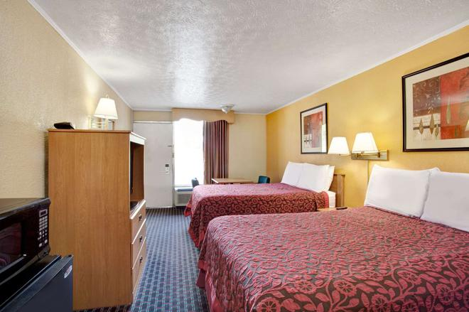 Days Inn by Wyndham Knoxville West - Knoxville - Phòng ngủ