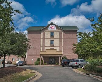 Intown Suites Extended Stay Select Hampton - Хэмптон - Здание