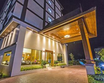 Airport Resort & Spa - Sakhu - Building