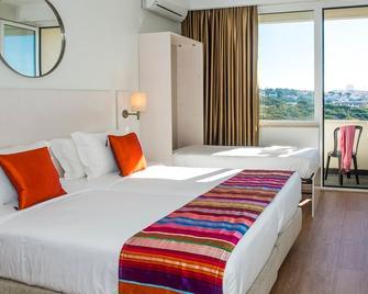Hotel Londres Estoril \ Cascais - Ештуріл - Bedroom