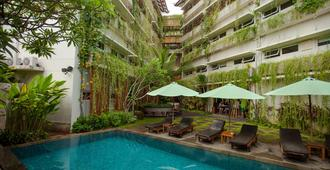 Grandmas Plus Hotel Airport - Kuta - Pool