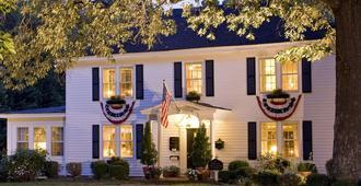 A Williamsburg White House Inn - Williamsburg - Building