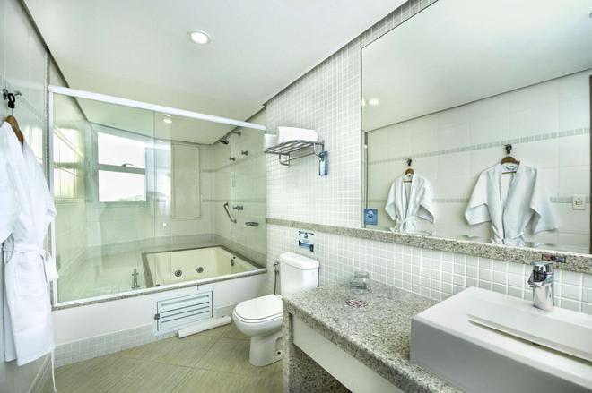 Comfort Suites Macae - Macaé - Bathroom