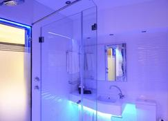 Signature Lux Hotel, by Onomo - Johannesburg - Bathroom