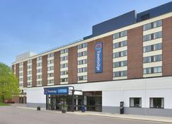 Travelodge Gatwick Airport Central - Gatwick - Building