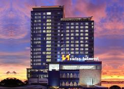 Swiss-Belhotel Makassar - Makassar - Gebouw