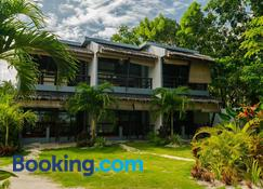 Daluyong Beach Resort - General Luna - Building