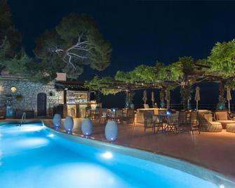 Hotel Punta Tragara - Capri - Piscine