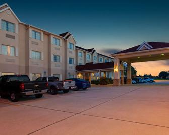 Microtel Inn & Suites by Wyndham Lady Lake/The Villages - Lady Lake - Building