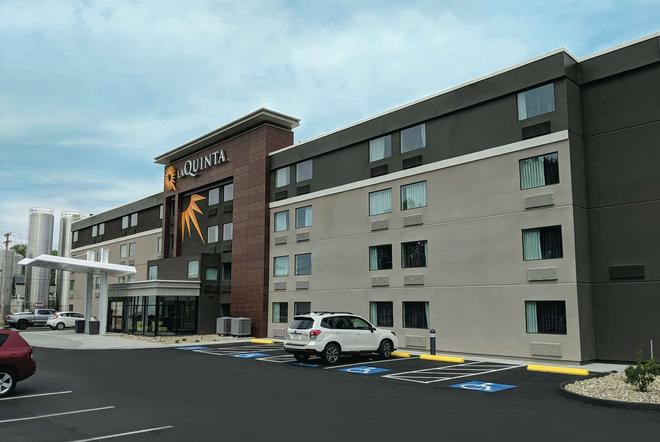 La Quinta Inn & Suites by Wyndham Portland - Portland - Building