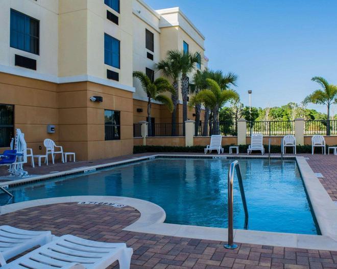 Comfort Suites Vero Beach I-95 - Vero Beach - Uima-allas