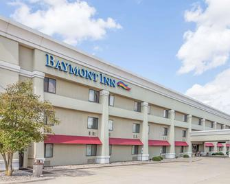 Baymont by Wyndham Champaign - Champaign - Building