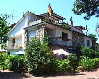 Casa Furrer - Tirrenia - Building