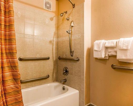 Rodeway Inn - Chico - Bathroom