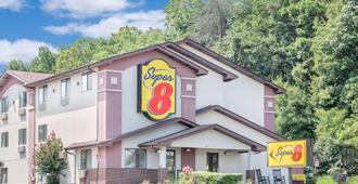 Super 8 by Wyndham Roanoke VA - Roanoke - Building