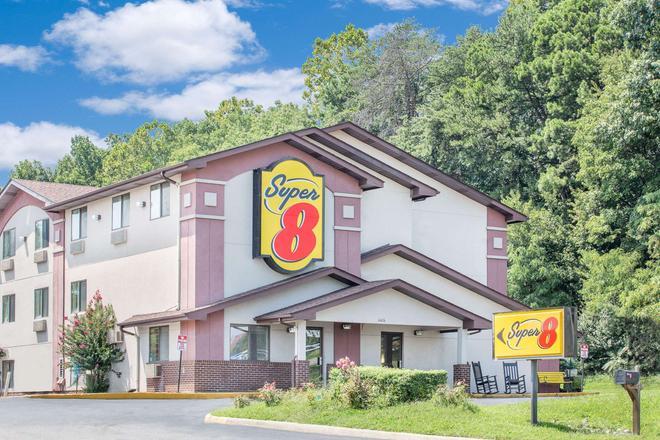 Super 8 by Wyndham Roanoke VA - Roanoke - Gebäude