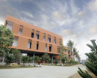 Huynh Thao Hotel - Ben Tre - Building