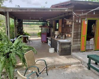 Beautiful Unique and Peaceful Farm Wood Cabin - Salinas
