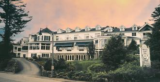 Mirror Lake Inn Resort & Spa - Lake Placid - Building