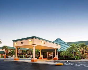 Super 8 by Wyndham North Palm Beach - North Palm Beach - Building