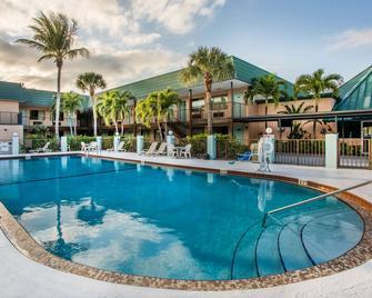 Super 8 by Wyndham North Palm Beach - North Palm Beach - Piscina