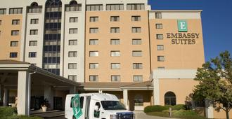 Embassy Suites by Hilton Kansas City International Airport - Kansas City - Building
