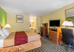 Econo Lodge - Douglas - Bedroom