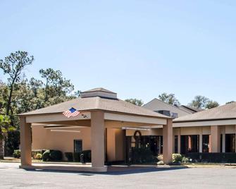 Quality Inn & Suites Pensacola Bayview - Pensacola - Gebäude