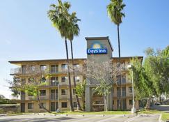 Days Inn by Wyndham Buena Park - Buena Park - Rakennus