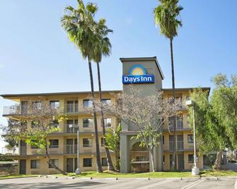 Days Inn by Wyndham Buena Park - Buena Park - Building