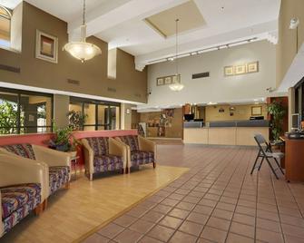 Days Inn by Wyndham Buena Park - Buena Park - Lobby