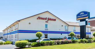 Howard Johnson by Wyndham Wichita Airport - Уичито