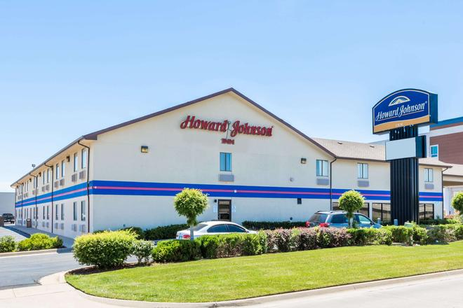 Howard Johnson by Wyndham, Wichita Airport - Wichita - Toà nhà