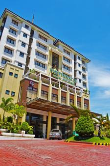 The Pinnacle Hotel and Suites - Νταβάο - Κτίριο