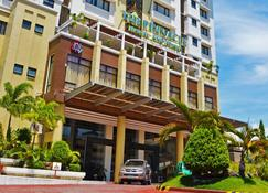 The Pinnacle Hotel and Suites - Davao City - Building