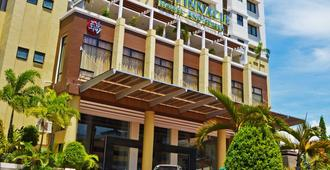 The Pinnacle Hotel and Suites - Davao City