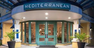 Mediterranean Inn - Seattle - Building