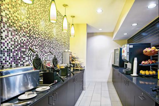 La Quinta Inn & Suites by Wyndham Houston North-Spring - Spring - Buffet
