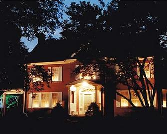 Candlelight Inn Bed & Breakfast - Ronks - Building
